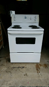 Inglis 4 burner electric stove on great condition