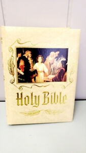 Vintage Family Heirloom Holy Bible leather binder with gift box