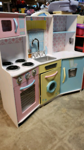 Play kitchen 30% off @ clic klak used toy warehouse