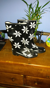 Nevada Rain Boots * never worn *