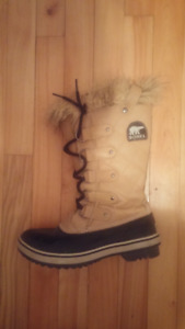 SOREL SNOW SHOES