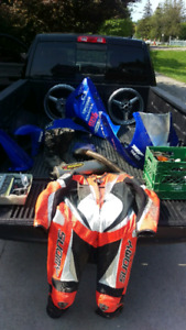 1999/2001 Yamaha R1 race body work and other bike stuff