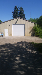 Large shop with 2.5 acres!
