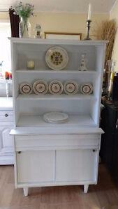 Lovely Krug Vintage White Shabby Chic China Cabinet