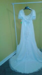 RANISSANT WEDDING GOWN SIZE 12 / $50 PRICE TAGS ON