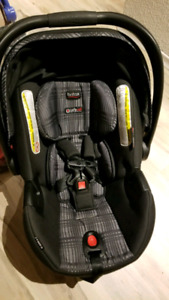 Britax B Safe 35 Elite Brand New Condition - **Priced to Sell***