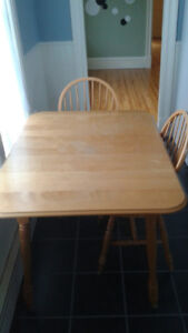 Table with leaf extensions and 3 chairs