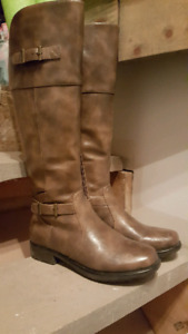 Denver Hayes Size 8 Boots