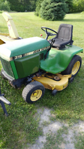 318 John Deere Lawn Tractor (with attachments)