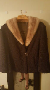 GORGEOUS GENUINE LAMBS WOOL WITH MINK COLLAR COAT