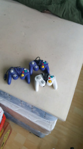3 no name game cube controllers