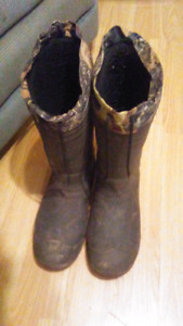 Men's winter boots size 13 calls only