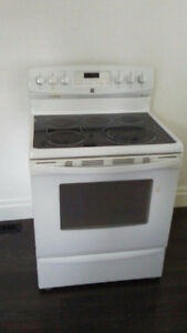 KENMORE ELECTRIC RANGE (MUST SELL AS-IS)