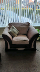 3 piece suite. 1 x 3 seater, 2 x chairs