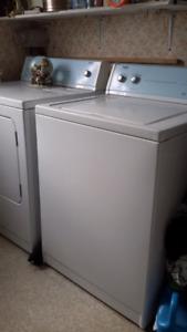 Laveuse  sécheuse frigidaire  cuisinière