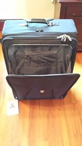 """Travel Pro Crew 6 28"""" Expandable Roller Board Suitor Suitcase Kingston Kingston Area image 9"""