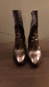 Size 36 (6) Cavalini boots made in Italy - real leather