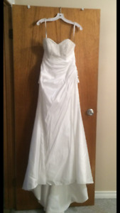 New unaltered wedding dress with corset back