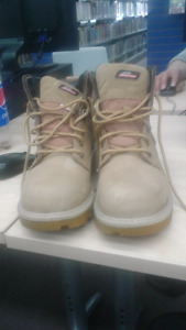 Duckies size 9 work boots