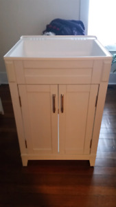 Laundry wash tub/sink with cabinet and faucet
