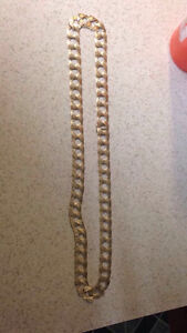 Curb link gold chain