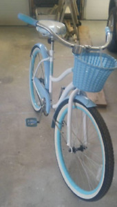 Ladies cruiser bike euc from can tire