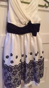 Girls Dress Size 7 Kawartha Lakes Peterborough Area image 1