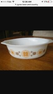 Pyrex town and country casserole