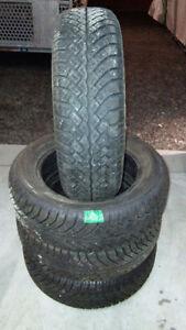 pneus d'hiver semperito sport grip 185/65r15, en très bon état.