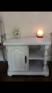 Side table/Accent table