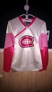 Chandail des Canadiens Reebok rose grandeur médium 40$