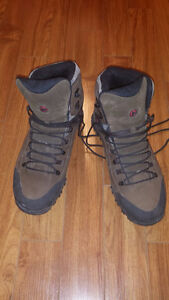 Men's Merrell hiking boots size 14