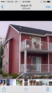 For Rent - Nice Upper endunit 2 beds/2baths & 2 blocks from lake