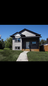 Executive Home in Sylvan Lake for Rent