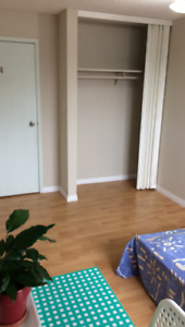 Room for rent prefer Filipina, Bus 8 to Royal Alex,Nait,Kingsway