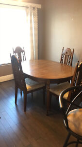 Oak wooden dining table with 4 chairs and a leaf!