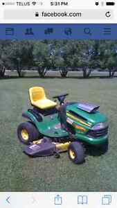 John Deere LA 145 Lawnmower