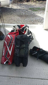 ROAD HOCKEY GOALIE PADS/ROLLING BAG