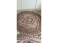 Round rug in excellent condition