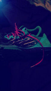 Under armour running shoes size 8 London Ontario image 1