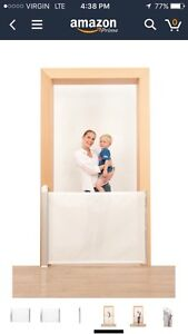Lascal Kiddy guard retractable baby gate