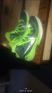 Excellent condition hyperdunks looking to sell urgently