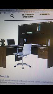 Bureau de travail avec chaise