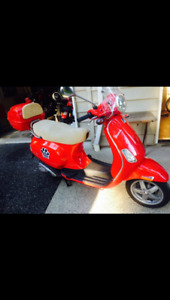 Beautiful red Vespa lx1500