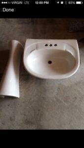 Free pedestal sink