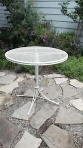 Mid Century 1960's Homecrest Metal Adjustable Round Patio Table London Ontario image 1
