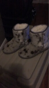 Seal skin boots ugg style. Size 9/10