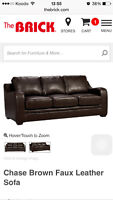 Chase brown faux leather sofa TOUT NEUF NEGOCIABLE