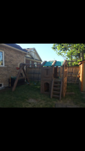 Outdoor/Backyard Playset (Step 2)    Great condition!