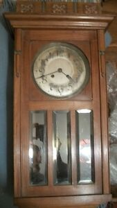 Antique Wall Clock  /  Horloge Ancien